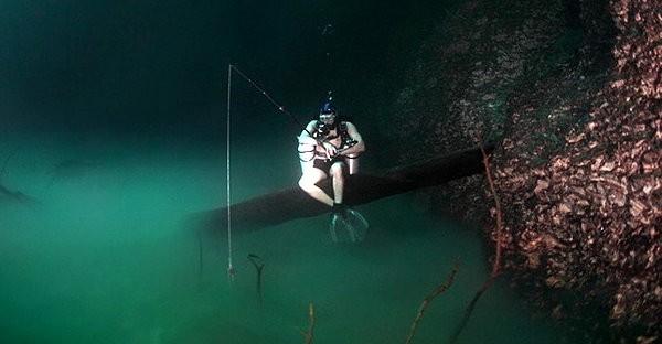 世界上最詭異的潛水地《墨西哥水中河》,水中竟然又看到水底有一條河?!