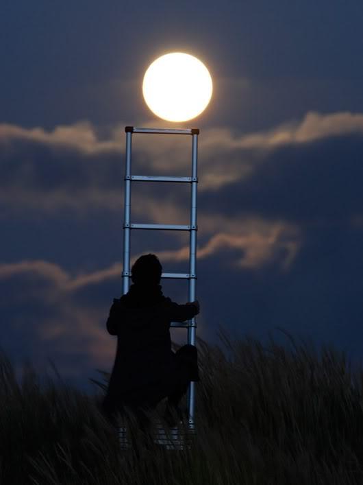 他可以将月亮搬动起来!?