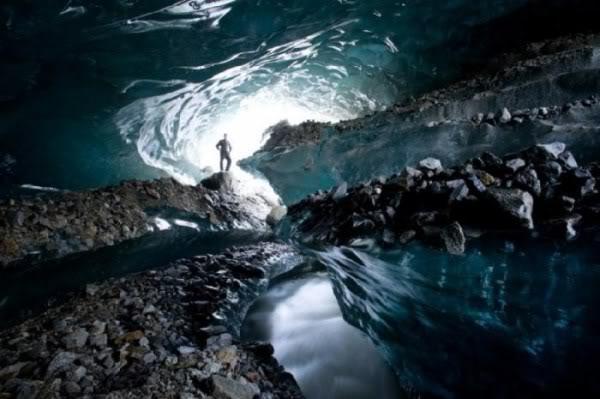 令人惊叹的地底冰洞,难道真的有外星人存在!?