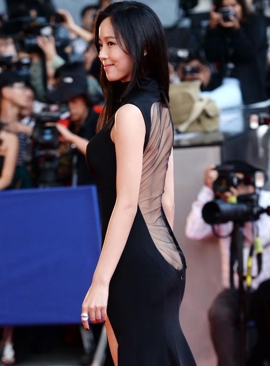 韓國女星F胸紅毯裸露生死鬥