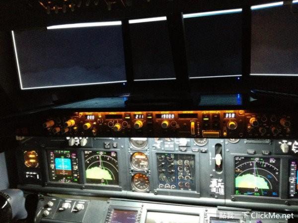 成波音737驾驶舱!