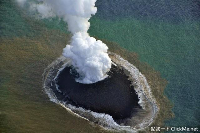 去年日本小笠原群岛中的西之岛附近的海底火山爆发,岩浆堆积就产生
