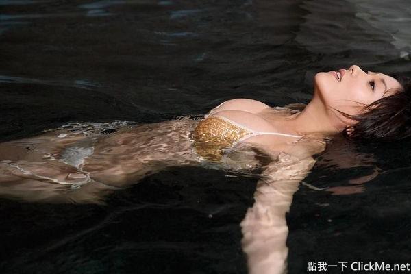 電影《一路向西》火辣演出!嫩模何佩瑜34E巨乳女神, 網路正妹美女分享