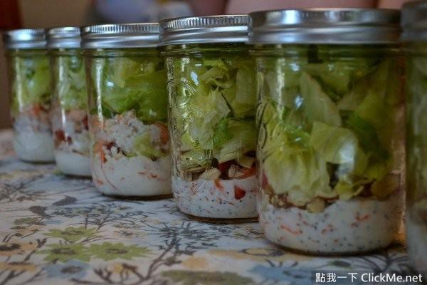 作法相當簡單,就是把你會吃的沙拉材料洗一洗、切 ...