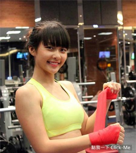 越南拳击正妹「Khả Ngân」,15岁健美胴体让人想单挑!