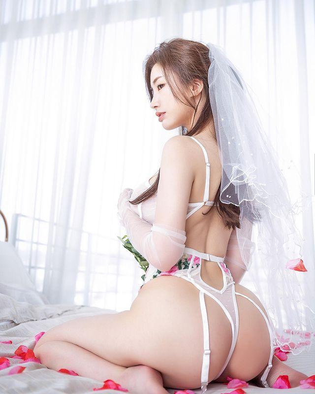 清凉穿著自己卖!韩国泳衣老板娘亲自试穿,挤奶性感度满点![24P]