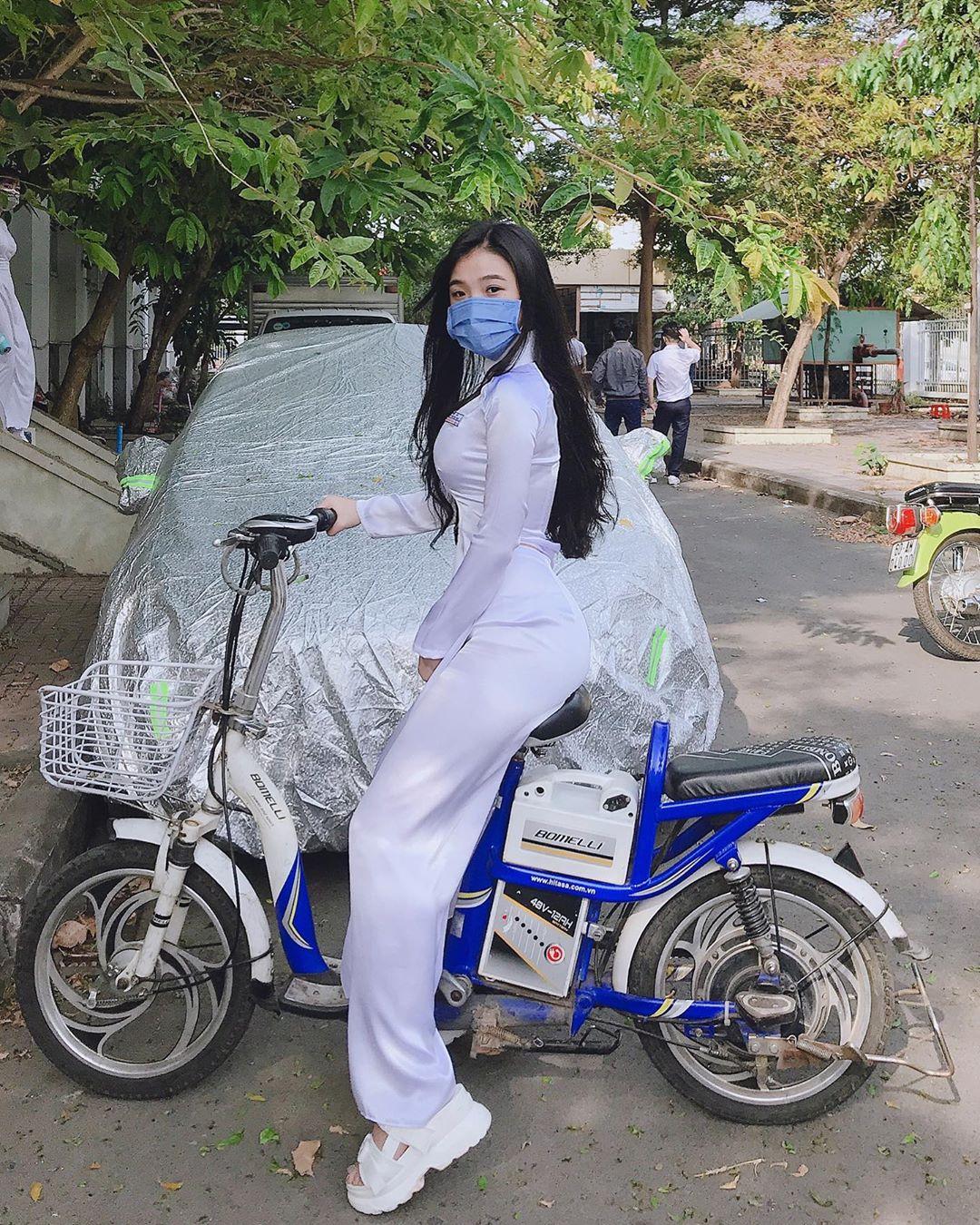 想认识一下!越南学生妹《Phan Thị Bảo Trân》腰瘦奶蹦好优质! 福利吧 第7张