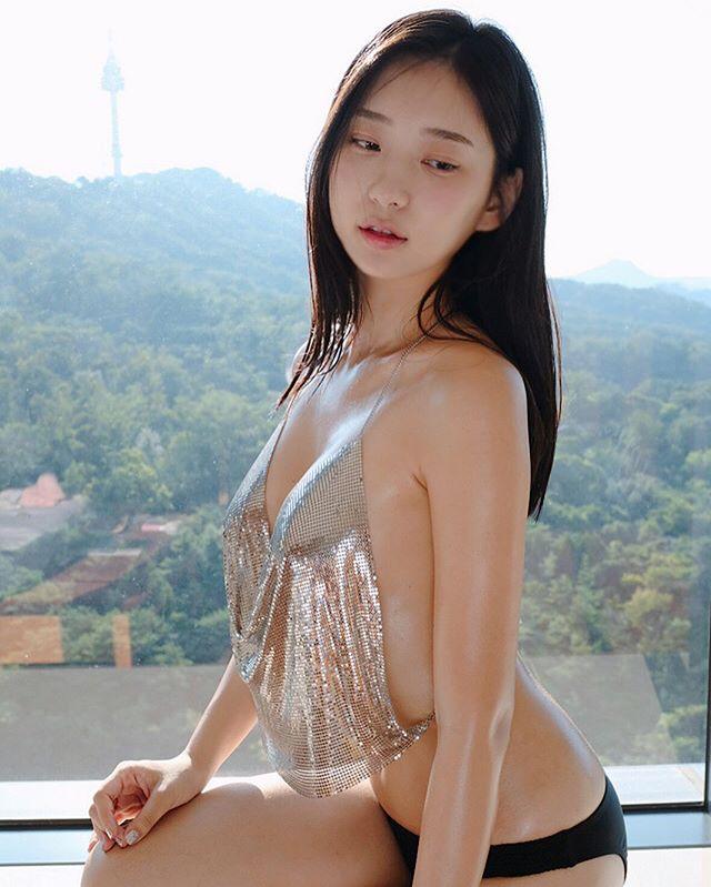 追踪数衝百万!跟著极品韩国辣模去那个泳池感受美好[50P]插图(23)