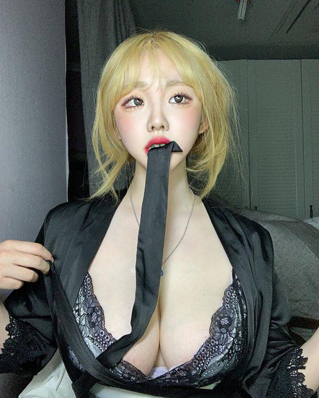胸起来很大!网路疯传素人《sejinming》惹人热议的罩杯尺寸好害羞!