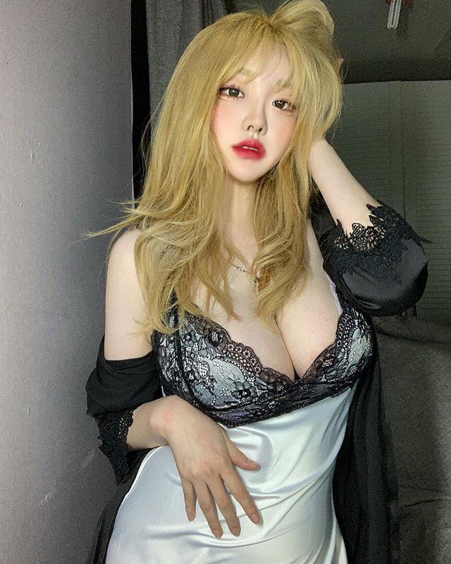 胸起来很大!网路疯传素人《sejinming》惹人热议的罩杯尺寸好害羞!  第21张