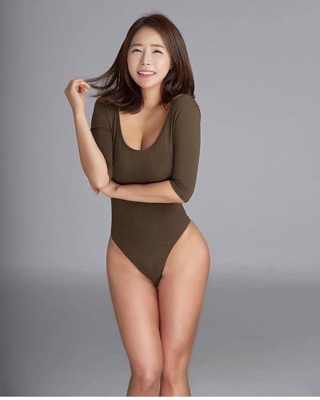 韩国瑜伽老师《李素熙》伏地挺身乳香四溢!老师在教你有没有在看?[13P]