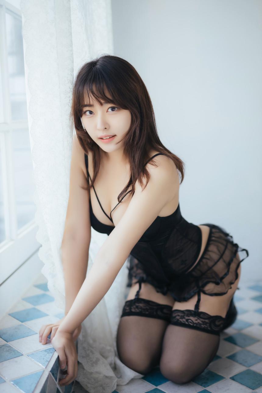 甜美火辣兼具!韩国直播主《하느르Hanuru》登性感杂志狂秀美体!  正妹 欧派 写真 女模 美女 第21张