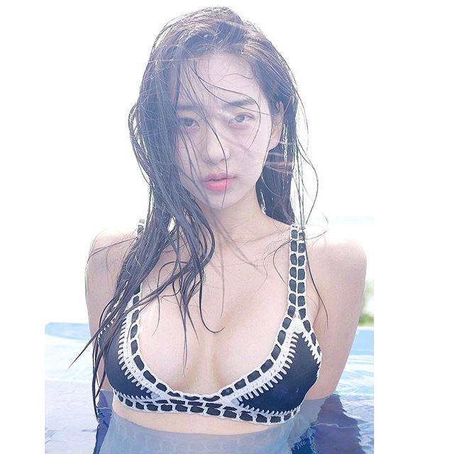 追踪数衝百万!跟著极品韩国辣模去那个泳池感受美好[50P]插图(35)