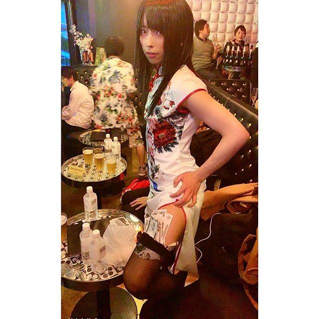反差超大!知名女裝網紅《小林ヒロユキ》衣服下藏著驚人的肉體!