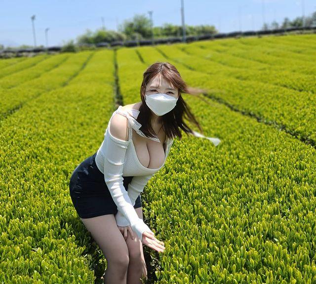 好惊人的风景!韩国巨乳美女旅行,只看见上下跳动的K罩杯![24P]